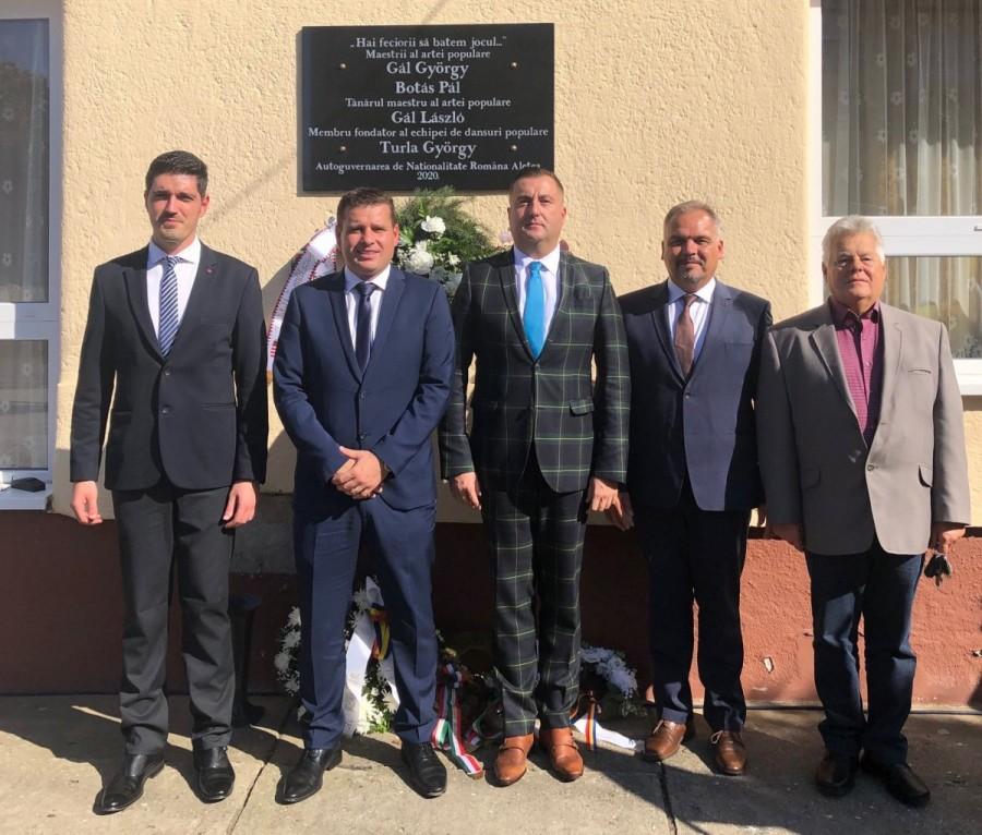Dezvelire placă comemorativă. 74 de ani de dansuri traduţionale româneşti la Aletea (Elek)