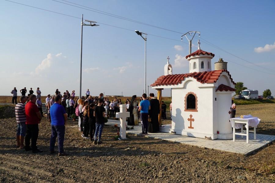 Victimele comunismului din lagărul de la Salcia vor avea un cimitir. Primele două cruci au fost sfințite