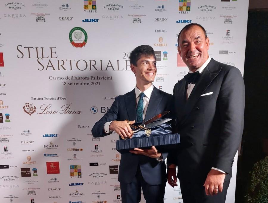 """El este primul croitor român care a câștigat marele premiu """"Forbici d'Oro"""", din partea Academiei Naționale a Croitorilor din Italia"""