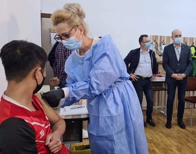 Centrele de vaccinare din municipiu vor fi deschise mai multe ore pe zi