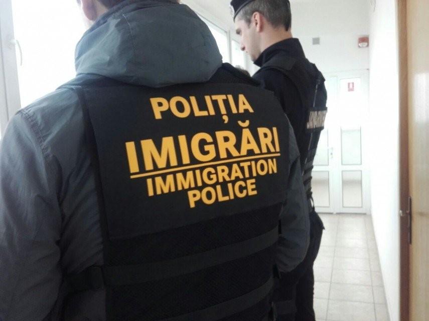 """Zeci de amenzi aplicate de ofițerii de la """"Imigrări"""" pentru nereguli în angajarea cetățenilor străini"""