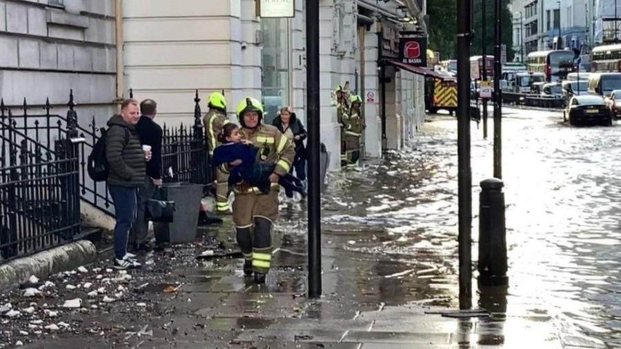 Inundaţii la Londra după ploaia abundentă de azi-noapte (VIDEO)