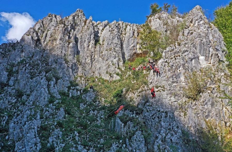 Exerciții de salvare, speologice și montane cu participarea Salvaspeo Arad (FOTO)