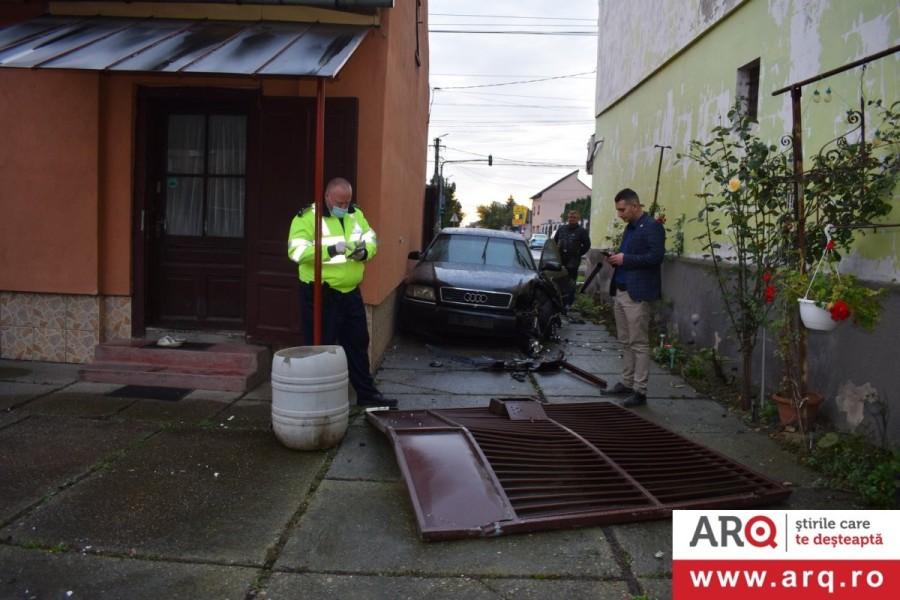"""Șoferul care a """"parcat"""" Audi-ul în curtea unei bătrâne a fost identificat de polițiști"""