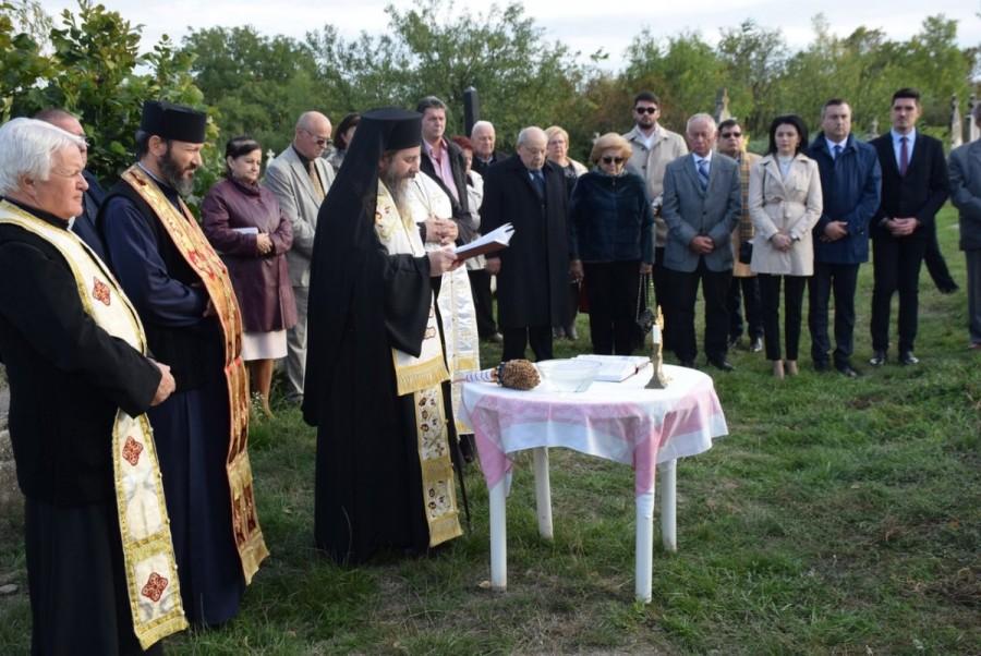 Sfinţirea monumentului fostului ambasador Simion Pop la Gyula