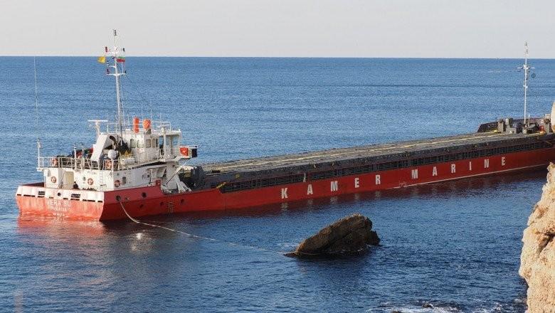 Marea Neagră, în prag de dezastru ecologic. Nava eșuată, cu 3.000 de tone de uree, a început să se scufunde
