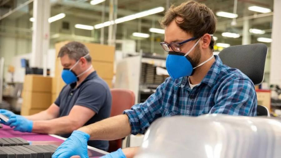 Masca devine obligatorie la locul de muncă începând de luni, în Cehia. Guvernul de la Praga introduce noi restricţii de la 1 noiembrie