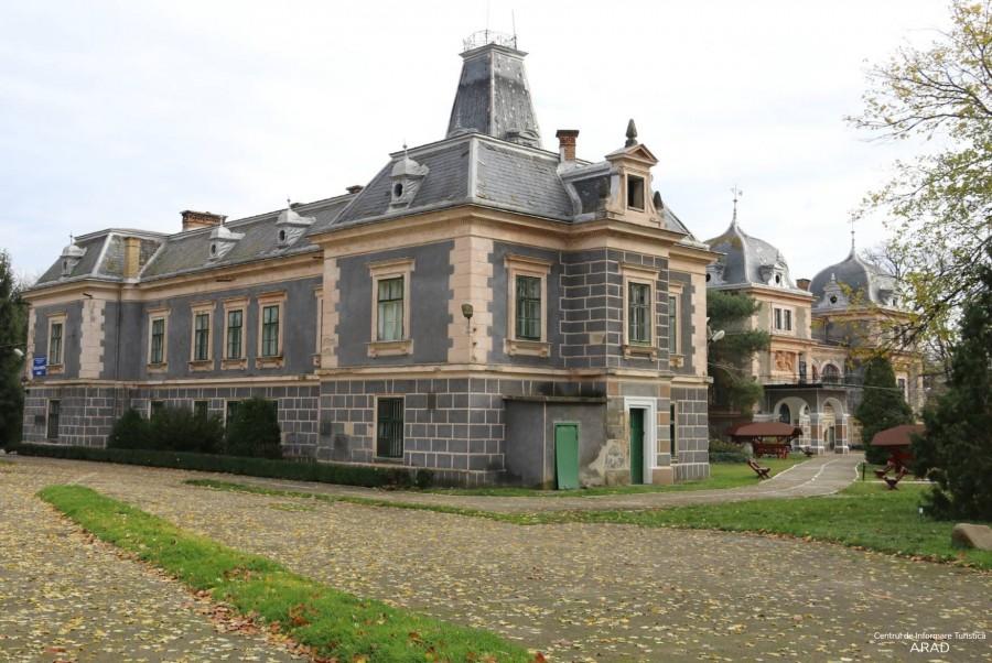 Castelul Cernovici, centrul localităţii Macea, comuna Macea